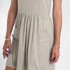 Robe sans manches gris chiné en coton Pima biologique poches en forme de coeur broderie fait main vue du détail collection été Bombón de algodon