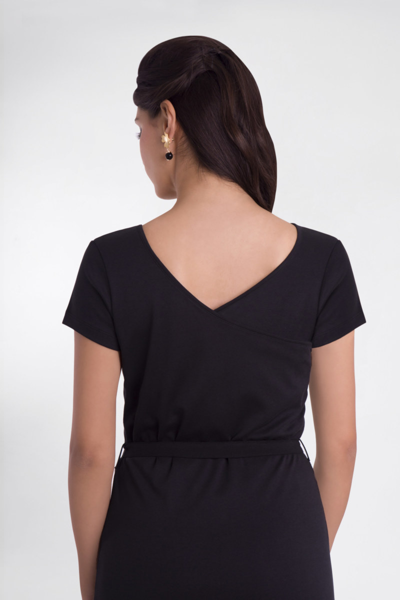 Robe droite basique manches courtes en coton Fausta couleur noir décolleté v au dos vu de dos collection été Bombón de algodón