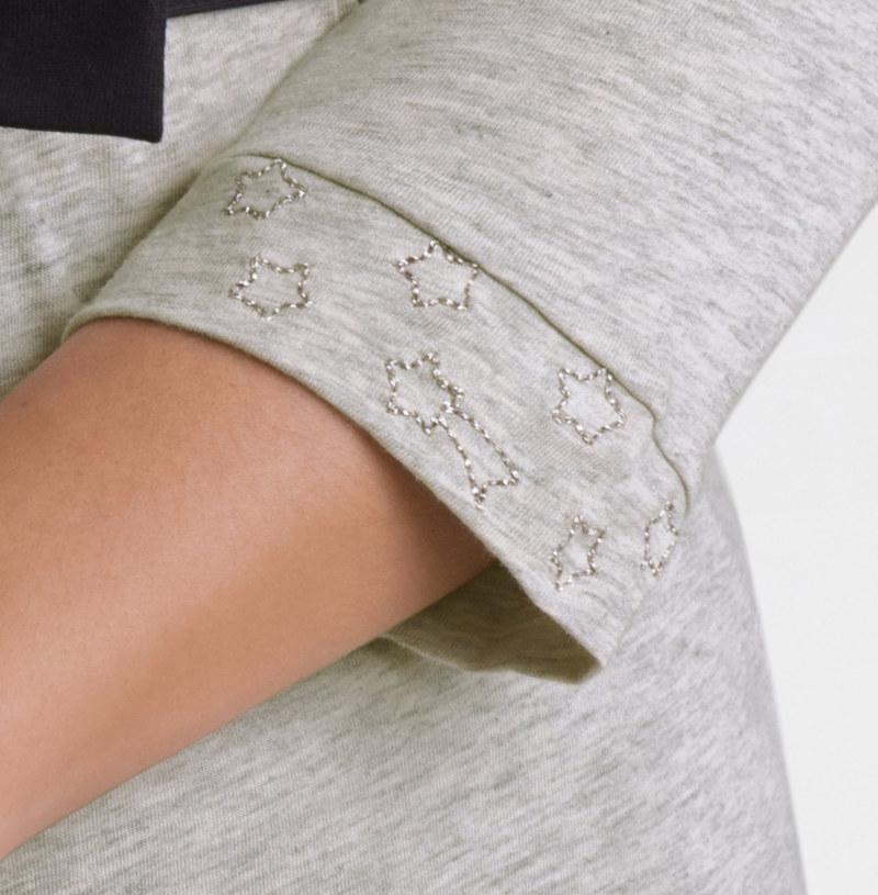 T-shirt manches 3/4 gris chiné en coton Pima biologique étoiles brodées sur manches vue du détail collection été Bombón de algodón