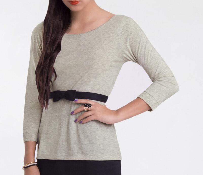 T-shirt manches 3/4 gris chiné en coton Pima biologique décolleté v au dos ceinture noire amovible vue de face collection été Bombón de algodón