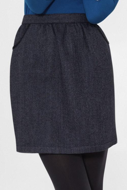 Jupe doublée en laine chevrons bleu marine broderie fait main sur poches vue de face collection hiver Bombón de algodón