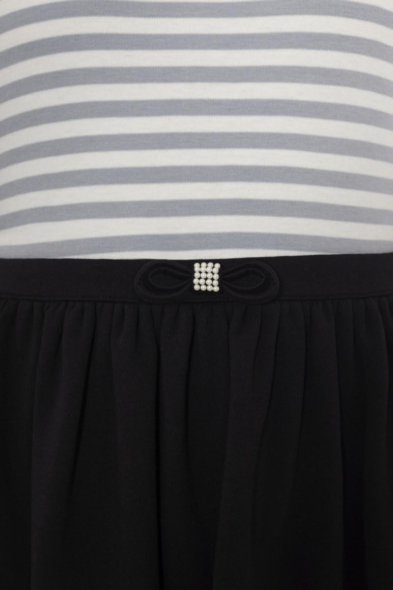 Robe à rayures jupon noir en coton Pima biologique noeud papillon sur ceinture vue de face collection hiver Bombón de algodón