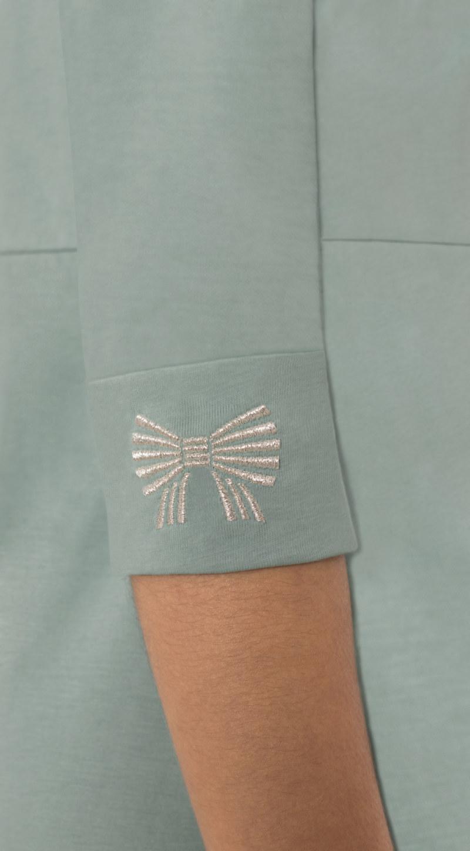 Robe manches 3/4 aqua en coton Pima biologique noeud papillon argenté brodé sur manches vue de côté collection hiver Bombón de algodón