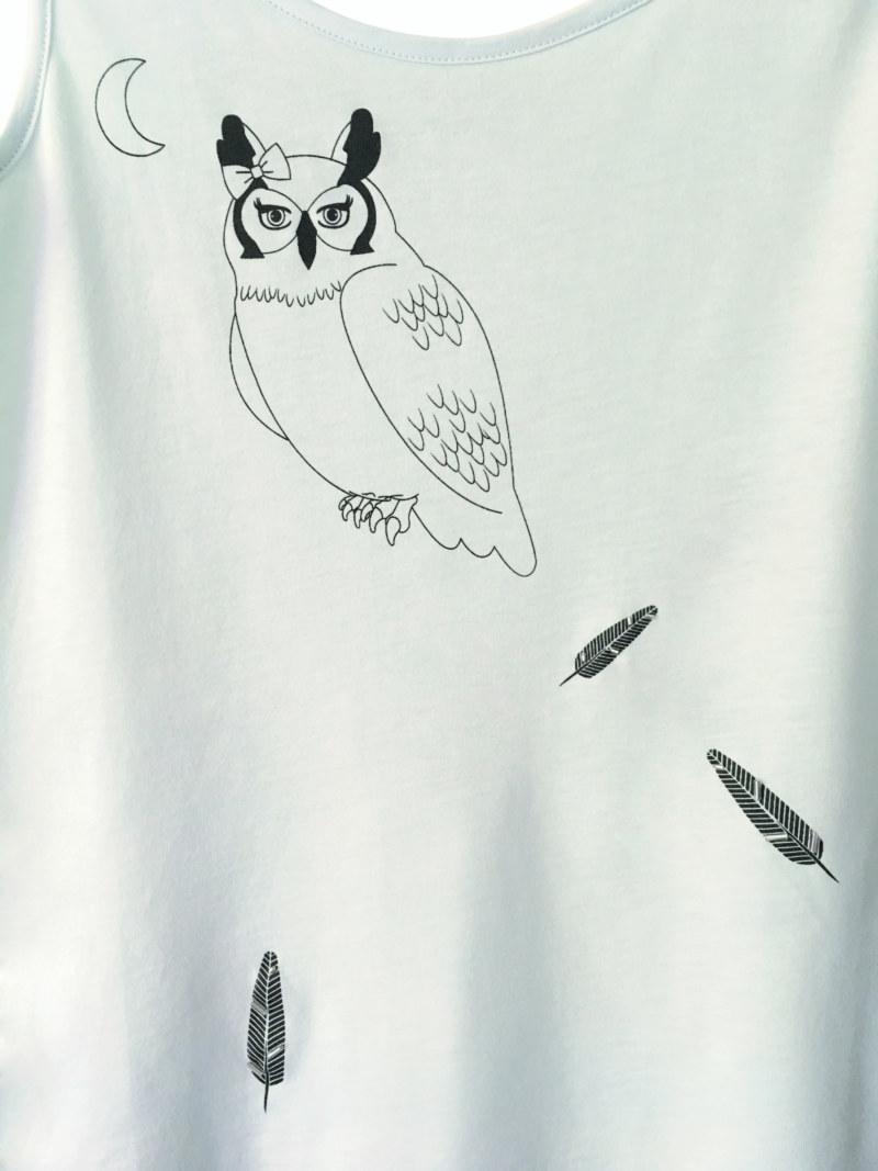 T-shirt sans manches menthe en coton Pima biologique imprimé hibou et plumes vue du détail collection hiver Bombón de algodón