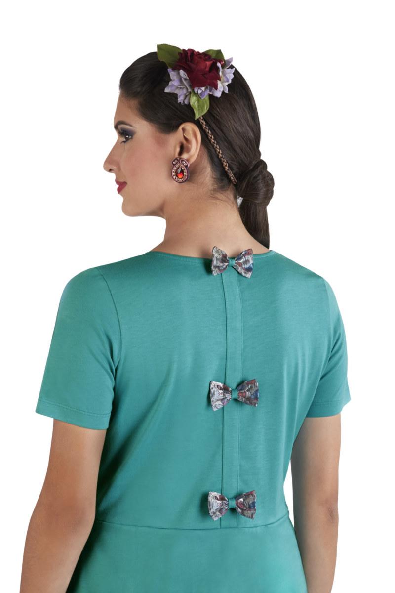 Robe manches courtes turquoise en coton Pima biologique noeuds papillon au dos vue de dos collection été Bombón de algodón