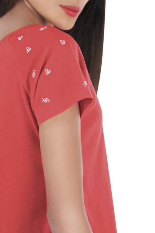 T-shirt manches courtes corail en coton Pima biologique motifs coeurs et poissons en strass sur les manches petite ouverture au dos vue de face collection été Bombón de algodón