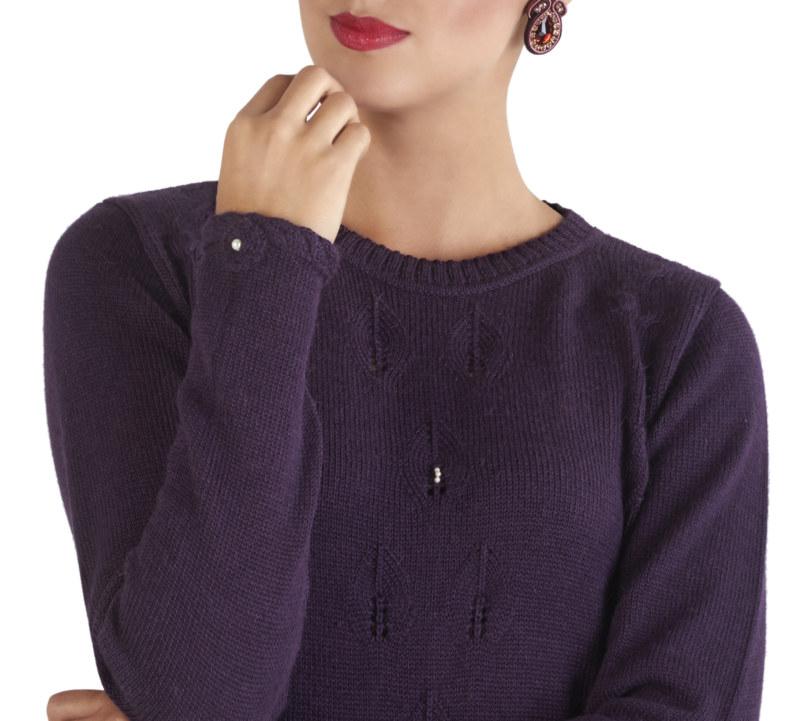 Pull doux violet en laine de baby alpaga détail de feuilles sur le devant vue de face collection hiver Bombón de algodón