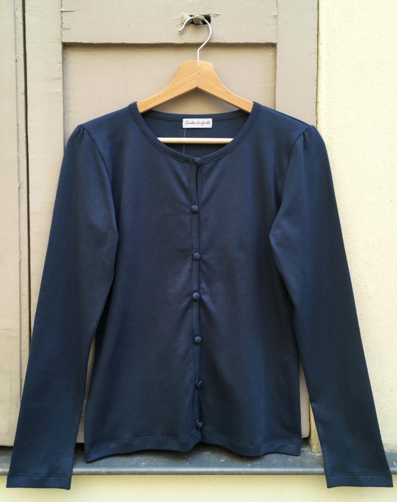 Cardigan basique bleu foncé en coton Pima biologique vue de face collection hiver Bombón de algodón