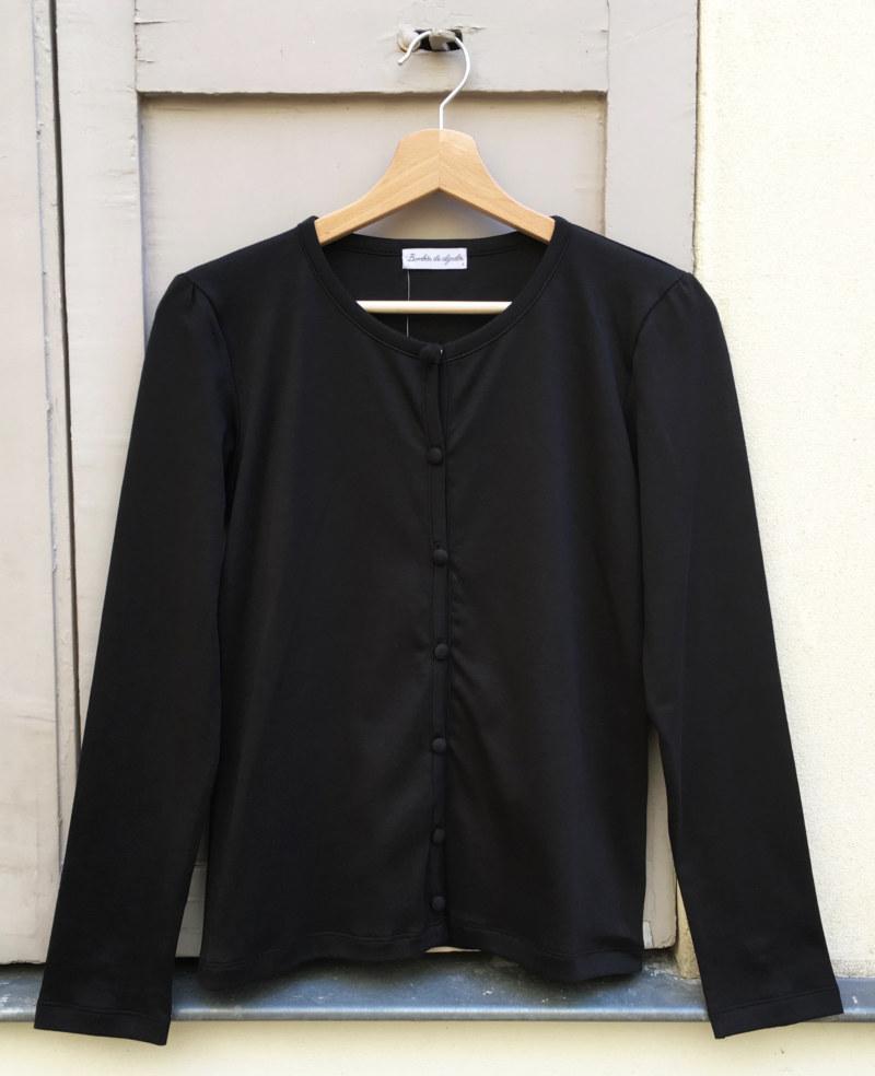 Cardigan basique noir en coton Pima biologique vue de face collection hiver Bombón de algodón