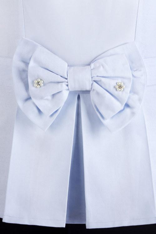 Chemisier péplum manches courtes bleu clair en coton Pima biologique grand noeud papillon sur le devant avec broderie vue de face collection été Bombón de algodón
