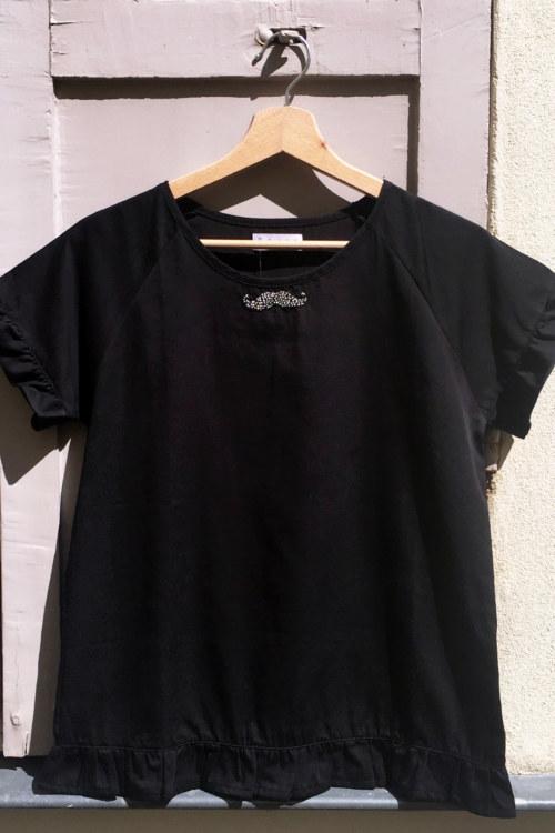 Chemisier manches courtes noir en coton Pima biologique avec volants et moustache vue de face collection été Bombón de algodón