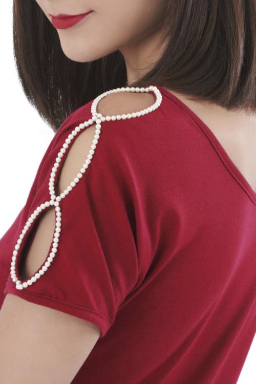 Robe manches courtes rouge foncé en coton Pima biologique ouvertures sur les manches avec perles brodées main vue de face collection hiver Bombón de algodón