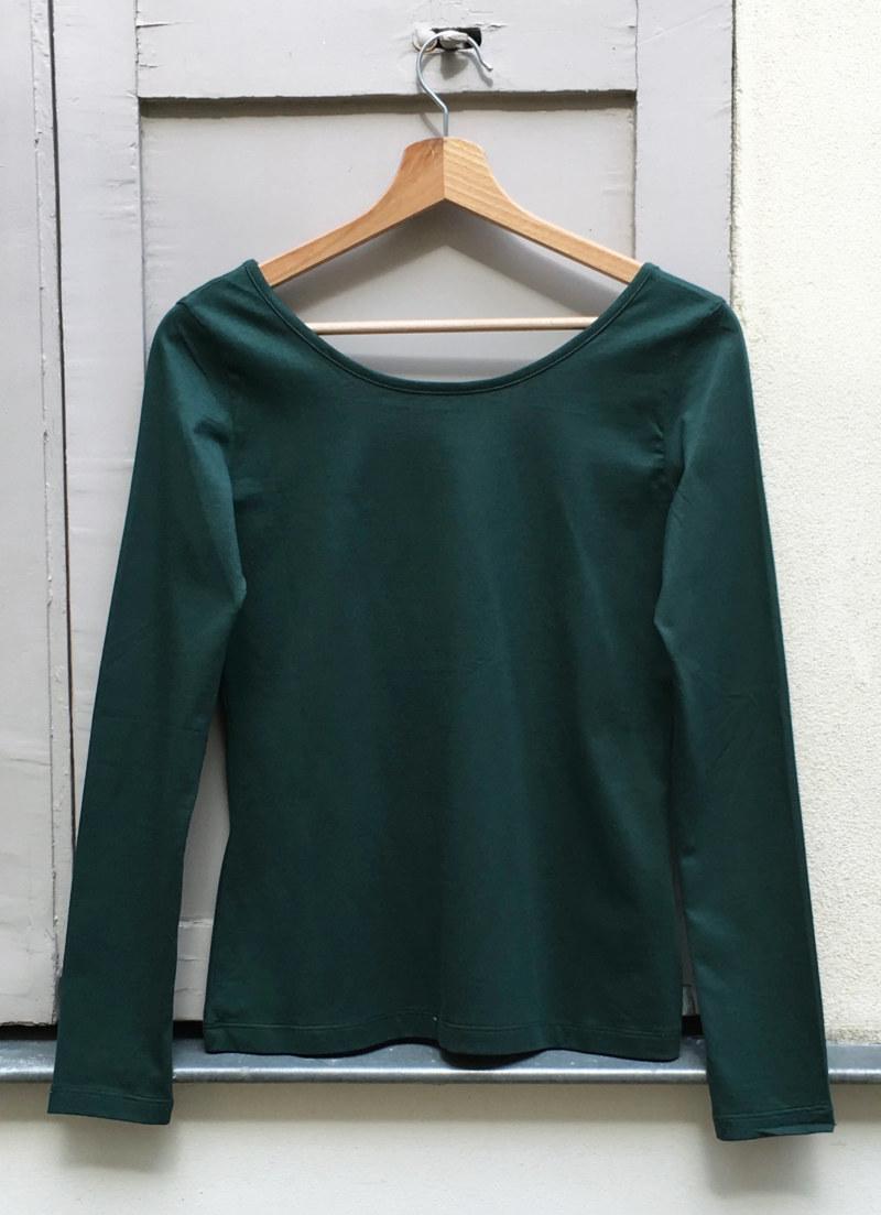 T-shirt manches longues vert foncé en coton Pima biologique décolleté au dos vue de face collection hiver Bombón de algodón
