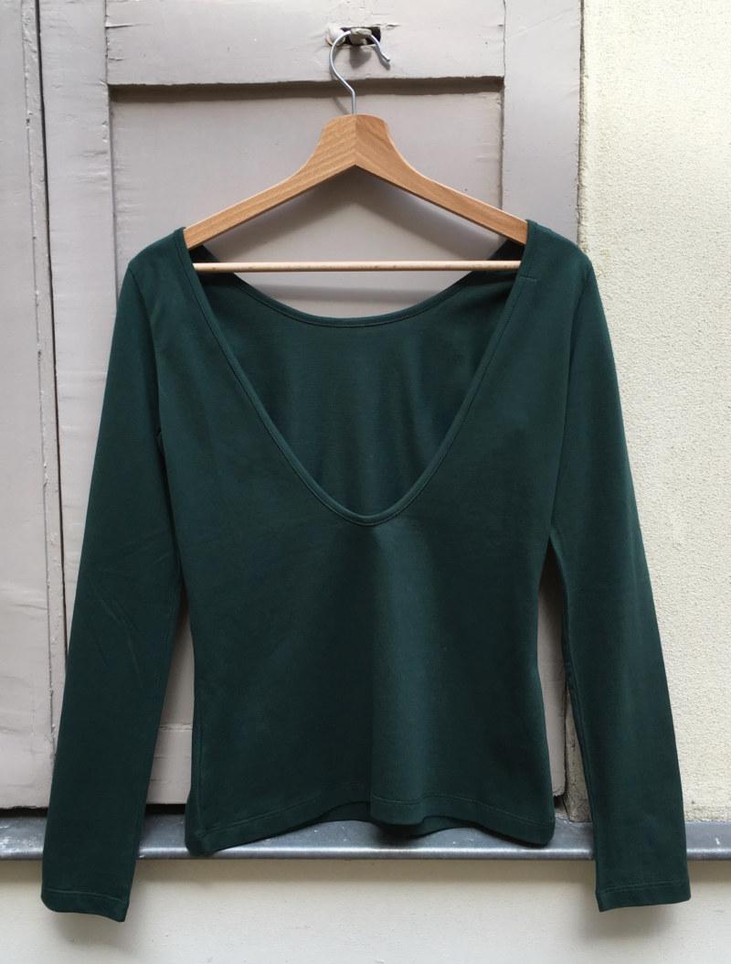 T-shirt manches longues vert foncé en coton Pima biologique décolleté au dos vue de dos collection hiver Bombón de algodón