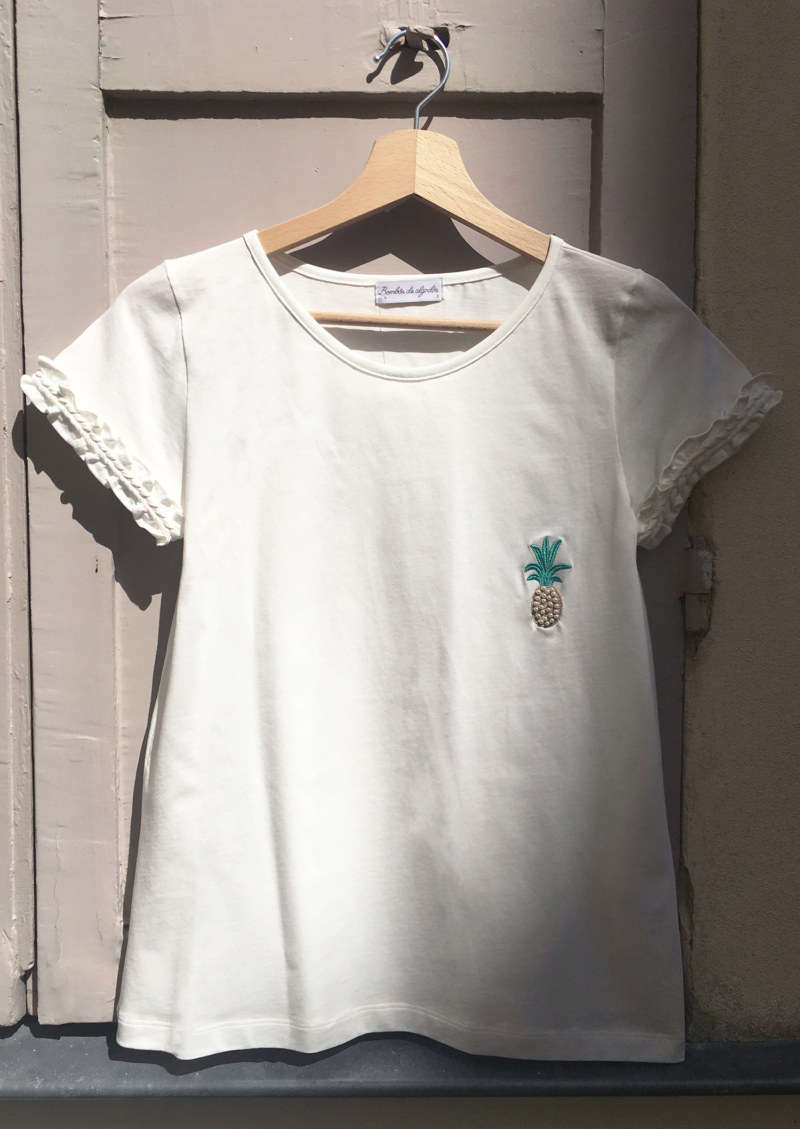 T-shirt blanc en coton Pima biologique manches courtes motif brodé ananas vue de face collection été Bombón de algodón